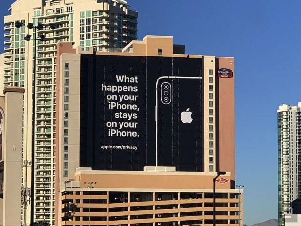 苹果在 CES 会场附近刊登了一则强调隐私的广告,似乎有嘲讽的意味啊