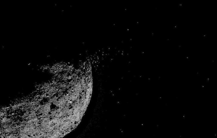 NASA 發現 Bennu 小行星竟然在朝著太空噴發塵粒