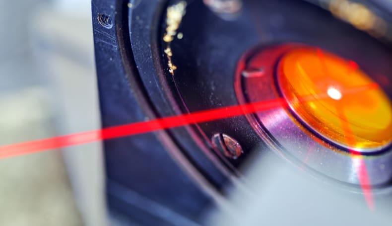 MIT 的最新黑科技可以用激光在指定位置对你「低语」