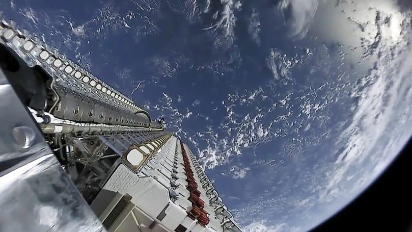 SpaceX 的 Starlink 衛星意外引起天文學家們的反彈