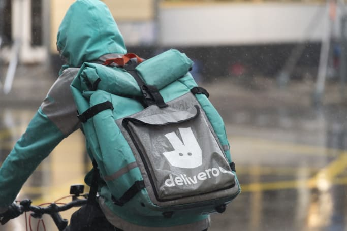 UK regulator forces Amazon to put its Deliveroo plans on ice