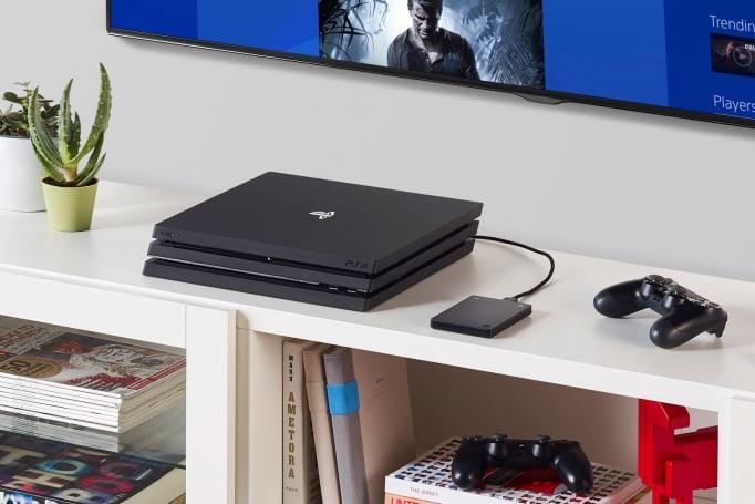 Seagate 為 PS4 玩家準備了一款帶 PlayStation 標的 2TB 硬碟