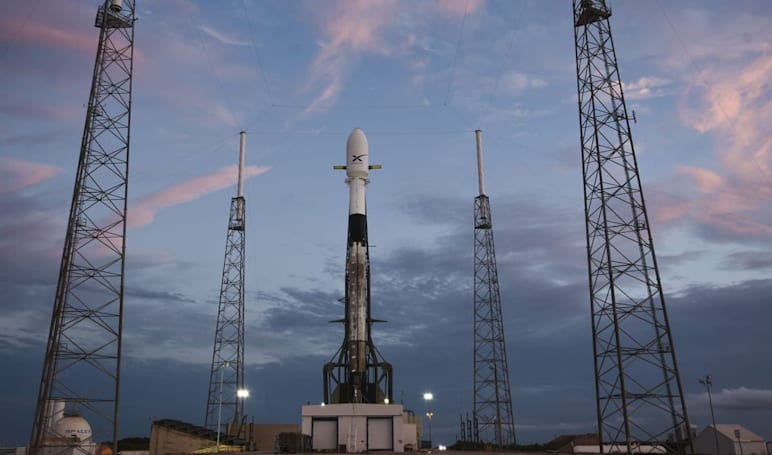 Watch SpaceX launch a Falcon 9 loaded with internet satellites at 11 PM ET (updated)