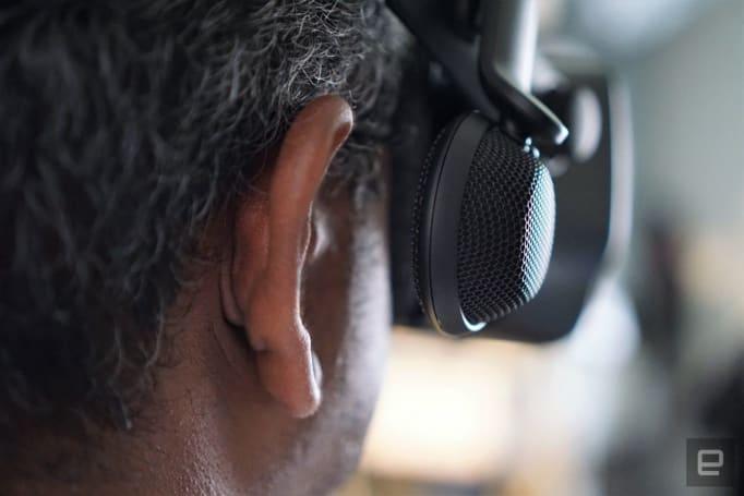 Valve 的 VR 耳机源自贴在滑板头盔旁的两个喇叭