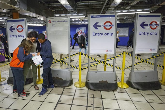 TfL slides into your Twitter DMs with weekend travel updates