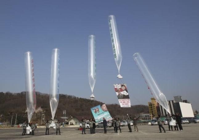 Korean protester spreads democracy's message by balloon and flashdrive