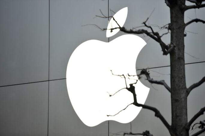 Chlorine leak injures five at Apple data center