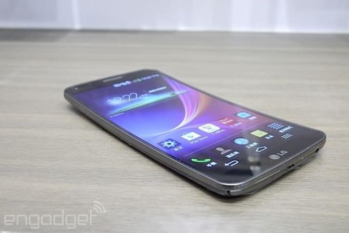 彎彎的 LG G Flex 曲面螢幕手機在台發表,支援 4G LTE 網路