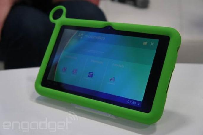 主站動手玩了 OLPC 在 CES 上推出的兩款新兒童平板