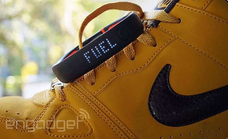 Nike FuelBand SE review: more social features, much longer battery life
