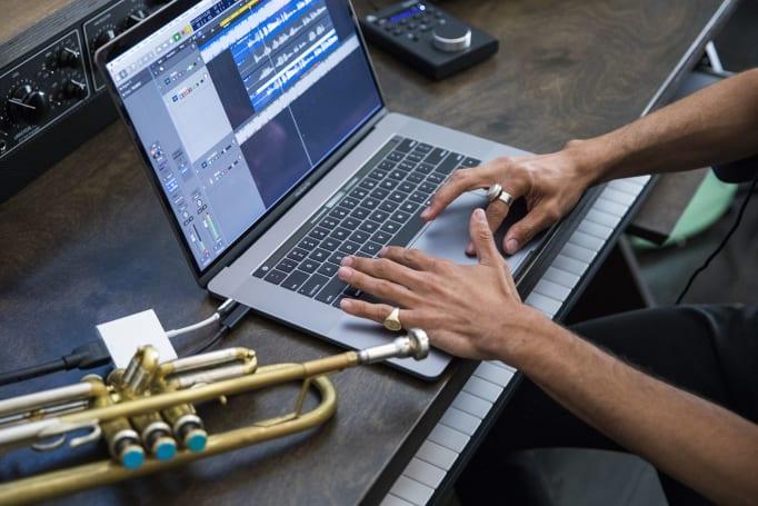 MacBook Pro 的轻薄机身,有点受不了 i9 处理器的「热情」?