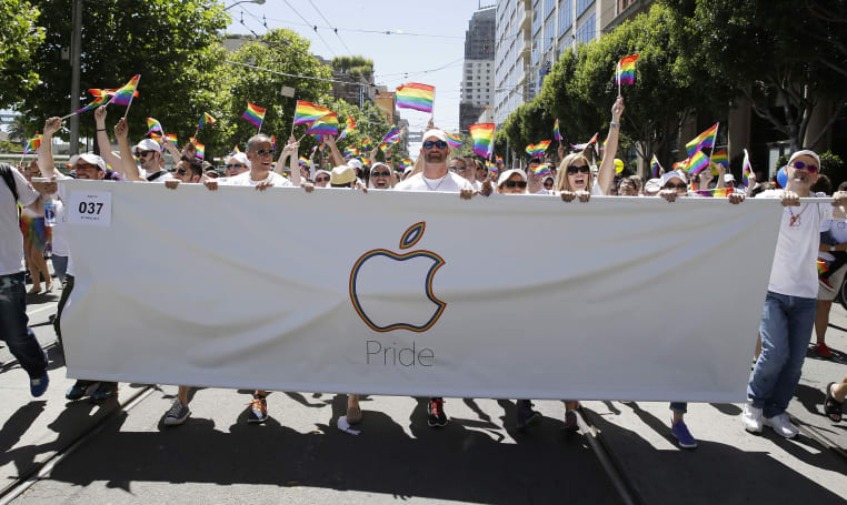 Tim Cook and Lisa Jackson help Apple celebrate LGBT Pride Parade in San Francisco