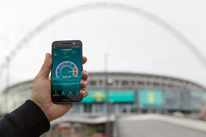 EE begins rolling out a faster 4G network