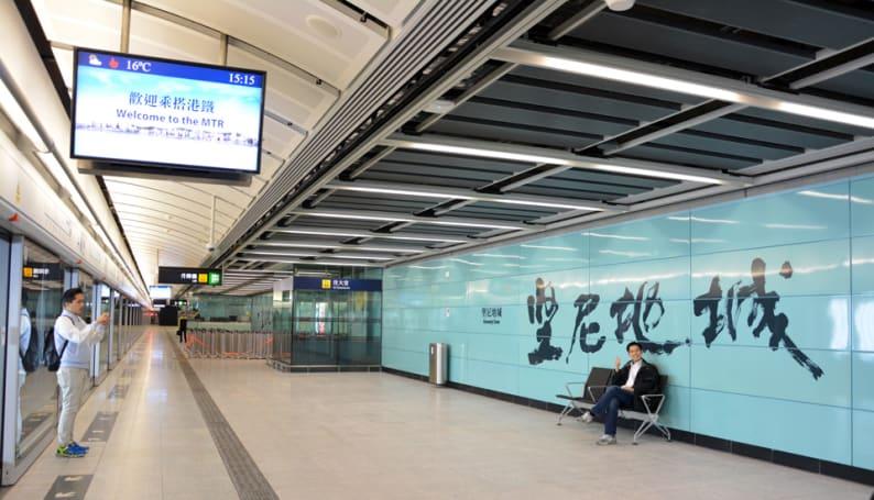 港鐵西港島線今天通車,來看看車站的設備吧!