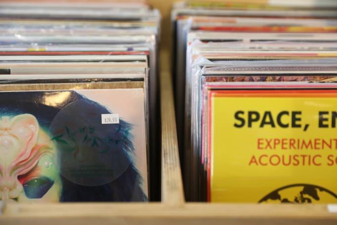 想在店里试听手上的专辑?用「Record Player」拍下封面就可以了