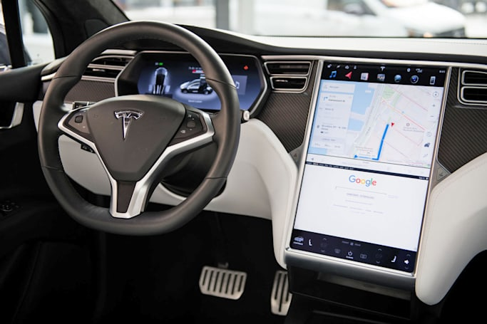 Tesla touchscreens to offer minimalist 'fade mode'