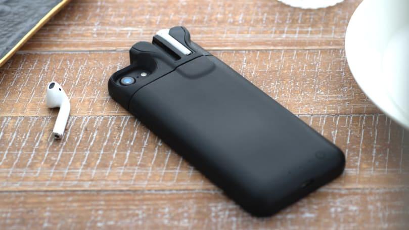 Pebble 创始人用 PodCase 给 AirPods 在 iPhone 背后安个家