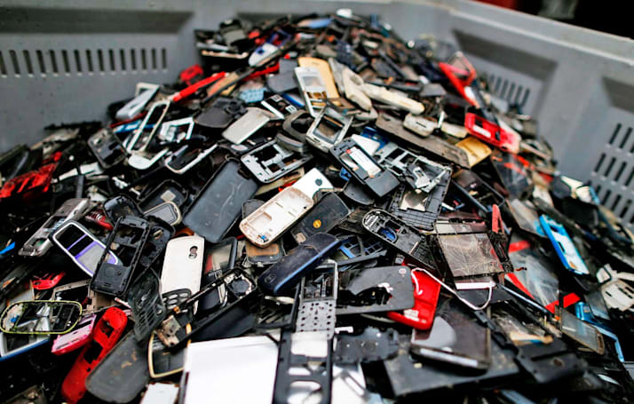 Europe takes another stab at standardizing phone chargers