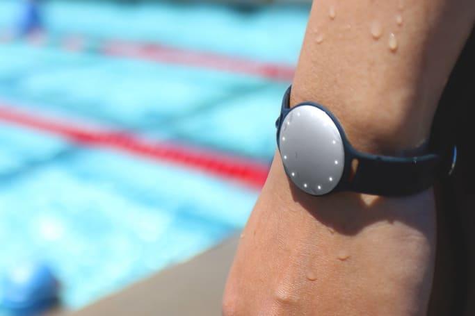 Misfit 与 Speedo 合作带来支持游泳记录的新款 Shine 手环