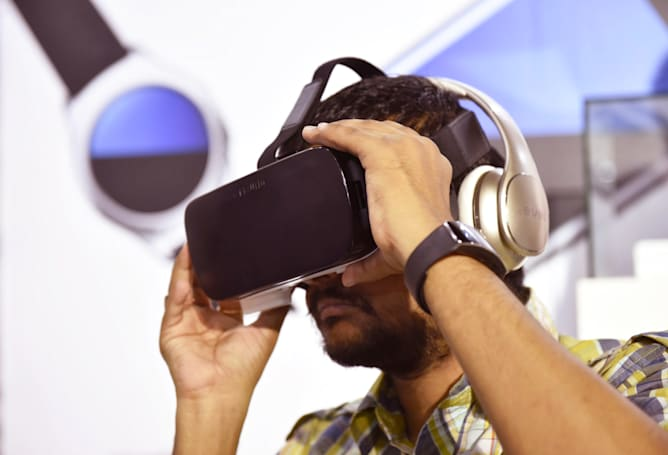 USA Today announces VR news show 'VRtually There'