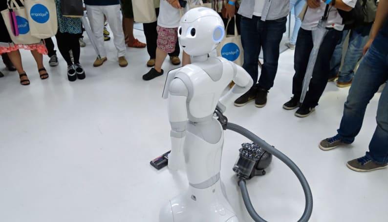 Engadget Japan's #egfes: drone races, robots, dry ice and a Dyson fan