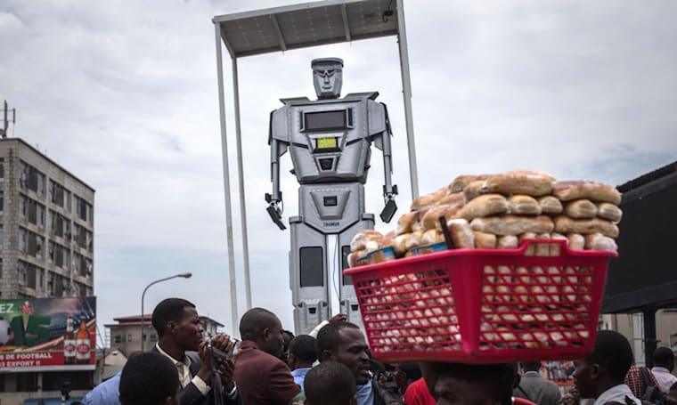 The Big Picture: The Congo's solar-powered traffic robocops