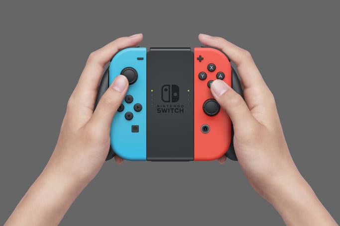 Nintendo Switch 标配的 Joy-Con Grip 是不会给手柄充电的