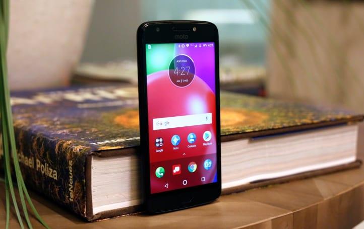 低价入门款的 Moto E4 智能手机动手玩