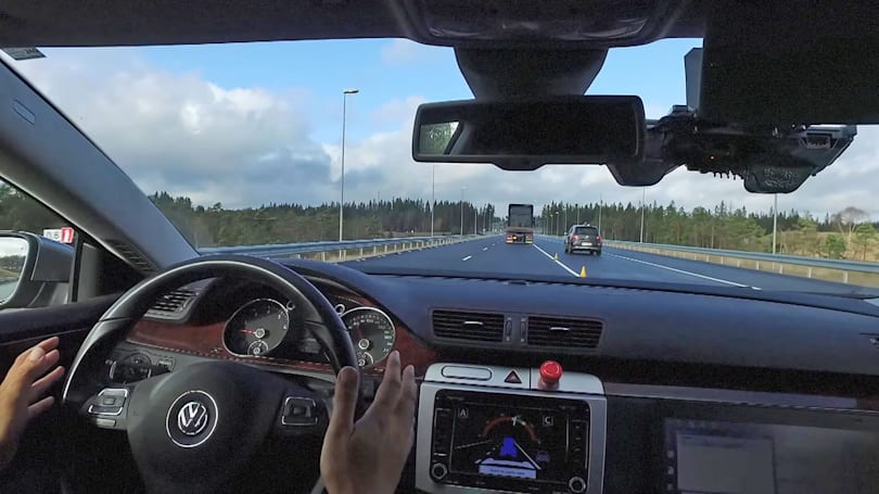 Researchers give driverless cars better cooperation skills