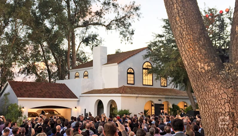 Tesla will sell solar panels and Powerwalls at Home Depot