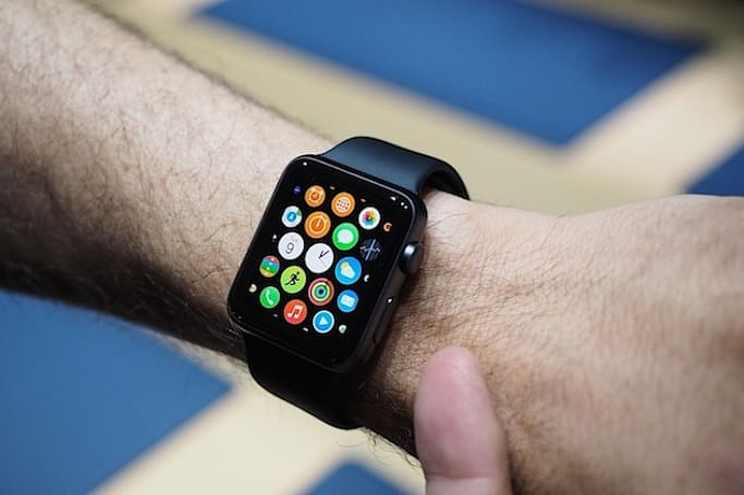 Apple Watch 与竞争对手超级比一比
