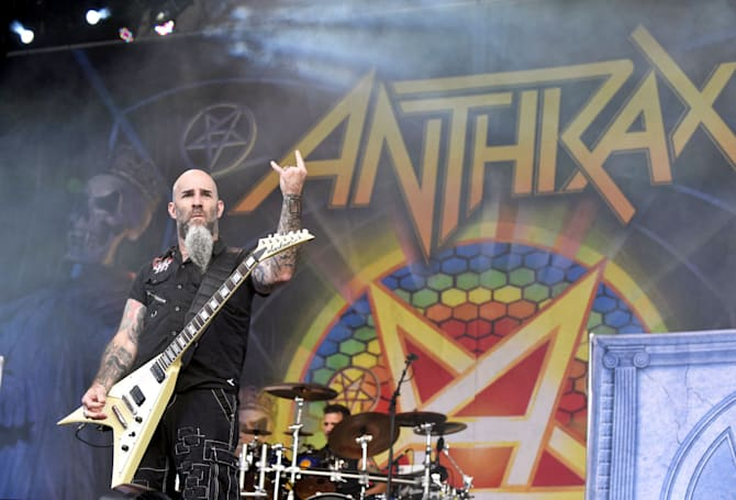 Raise the horns for Anthrax and Killswitch Engage in VR tonight