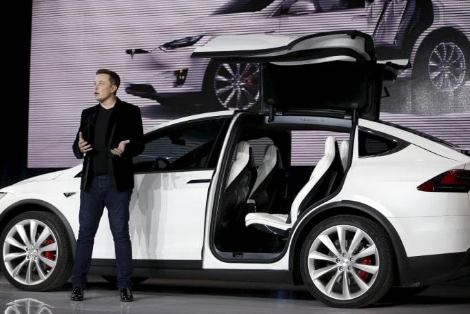 Elon Musk:Tesla 保持上市公司身份