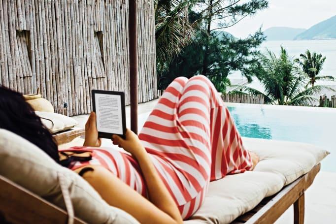 Kobo's latest waterproof e-reader is sized for poolside reading