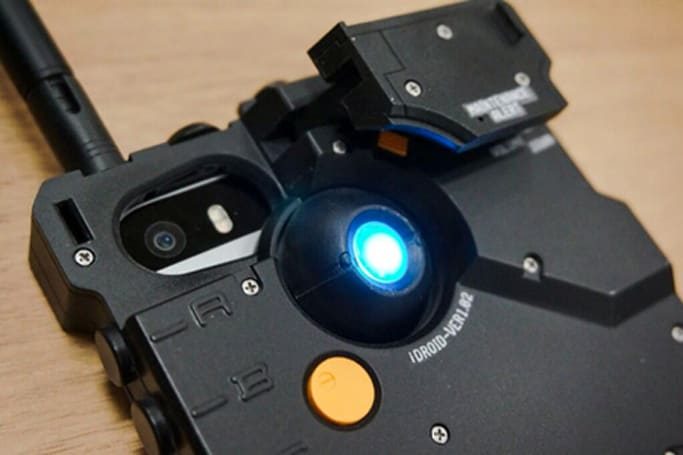The case that turns your iPhone into an iDroid