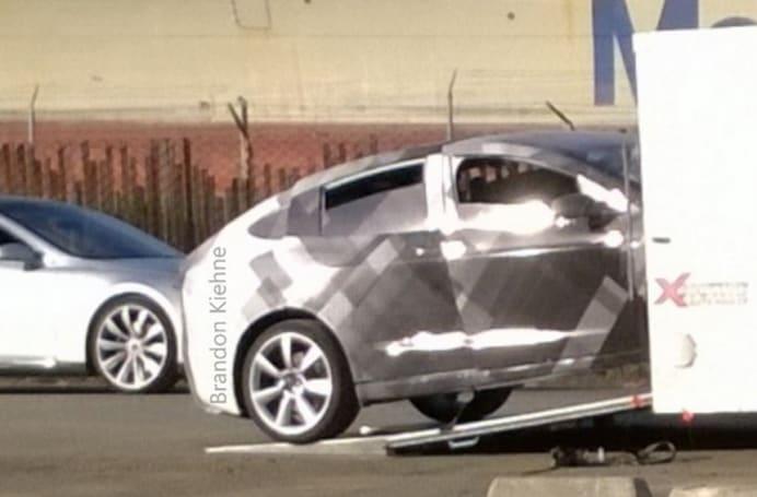 野生 Tesla Model X 被发现在一个旧海军基地里测试