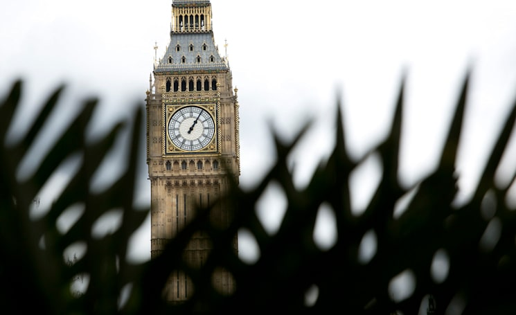 UK broadcasters urge the government to create a social media watchdog