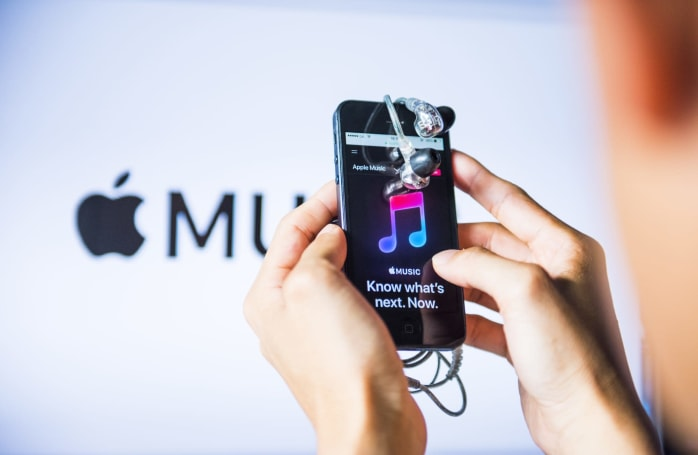 Apple patent could make it impossible to put headphones on wrong