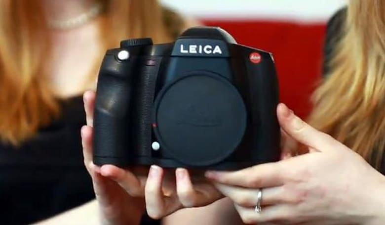 Leica S2-P unboxed on video, produces sample shots