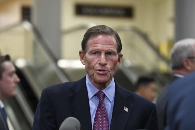 Senator urges Uber and Lyft to run fingerprint background checks