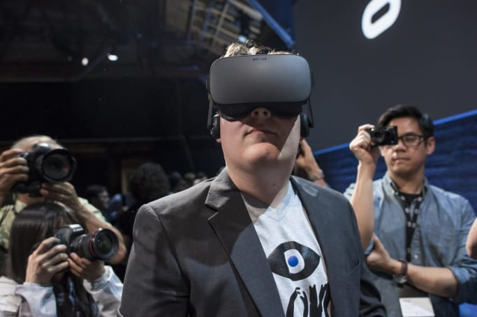 Oculus founder must face lawsuit over use of confidential info