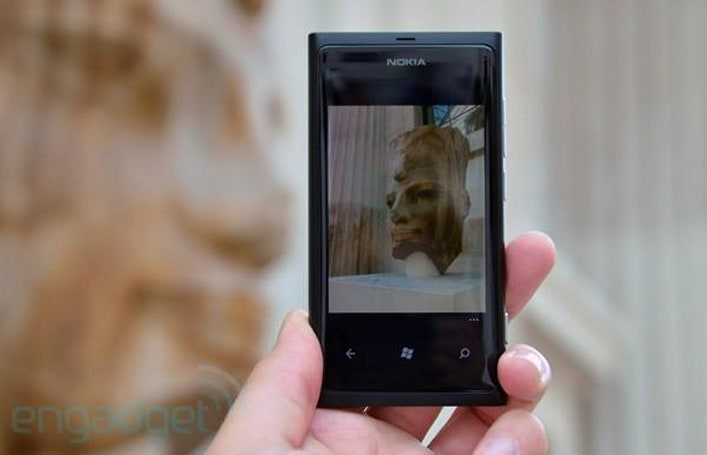 Nokia promises software updates to fix Lumia 800 battery woes