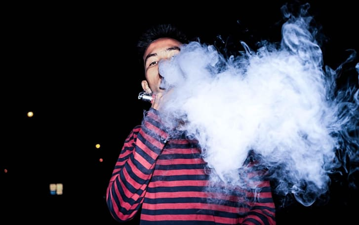 Congress is raising the minimum smoking and vaping age to 21