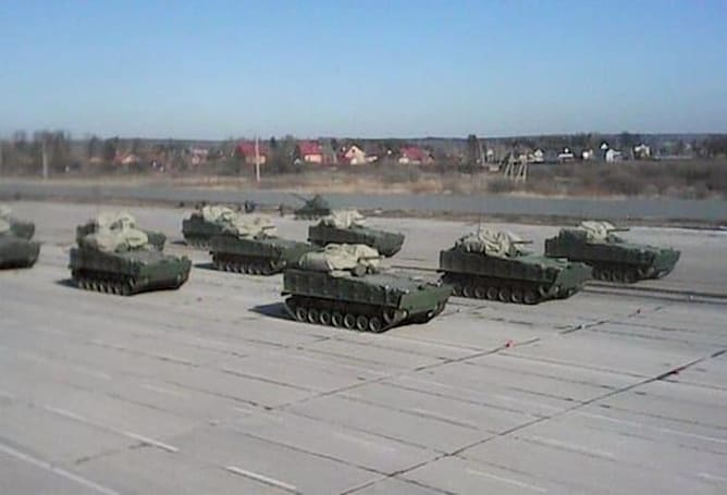 Russia's newest armored vehicle swims and picks its own shots