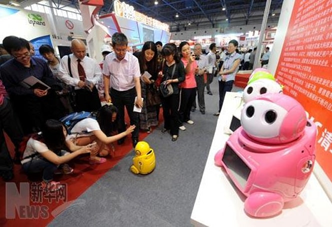 Chinese UNISROBO KIRFbot is a not-so-cheap knockoff of NEC's PaPeRo