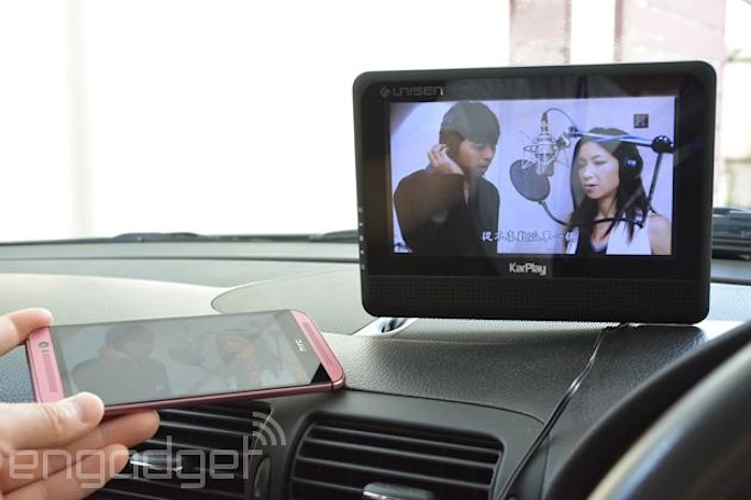 CarKarPlay display mirrors your smartphone on your dashboard