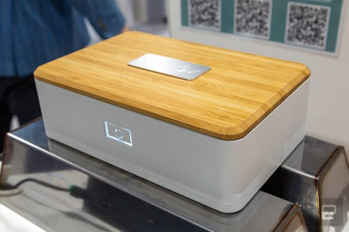 This rechargeable lunchbox uses steam to reheat your food