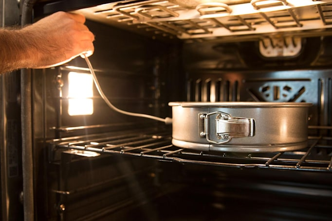 Smart bakeware tells you when your cheesecake is ready