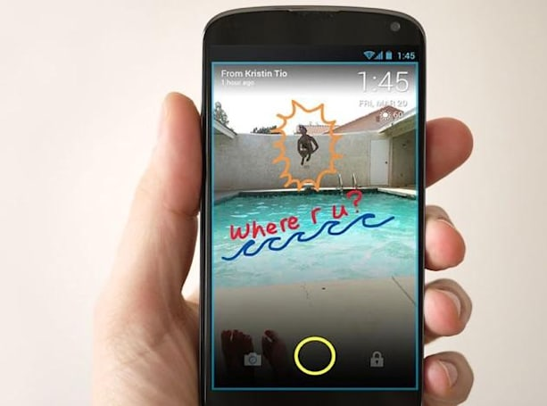 This app lets you send messages right to your friends' lock screens