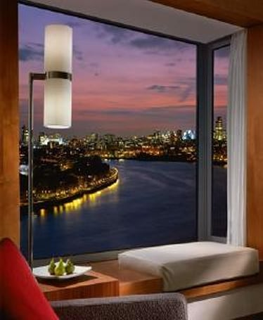 Traveling to London? Stay at the Canary Wharf's Four Seasons for in-room HDTV